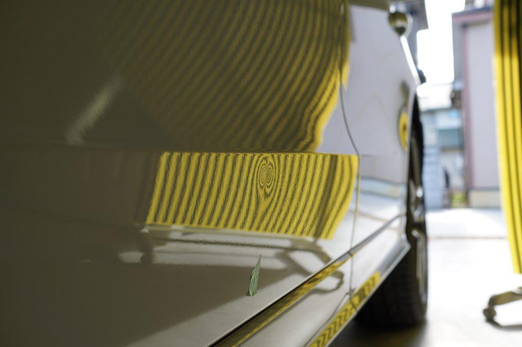 アウディ ドアのヘコミ リフレクターボードで確認