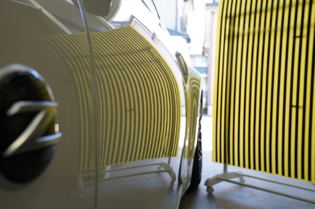 フェアレディZ ドアのヘコミ修理後 リフレクターボードで確認