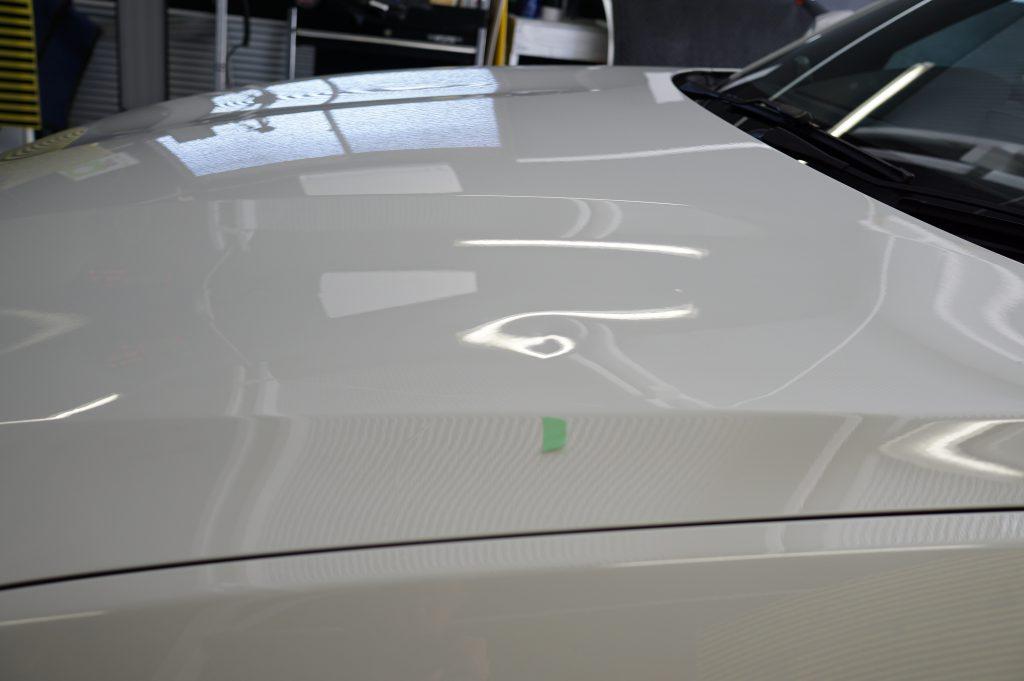 BMW2シリーズ ボンネットのヘコミ2