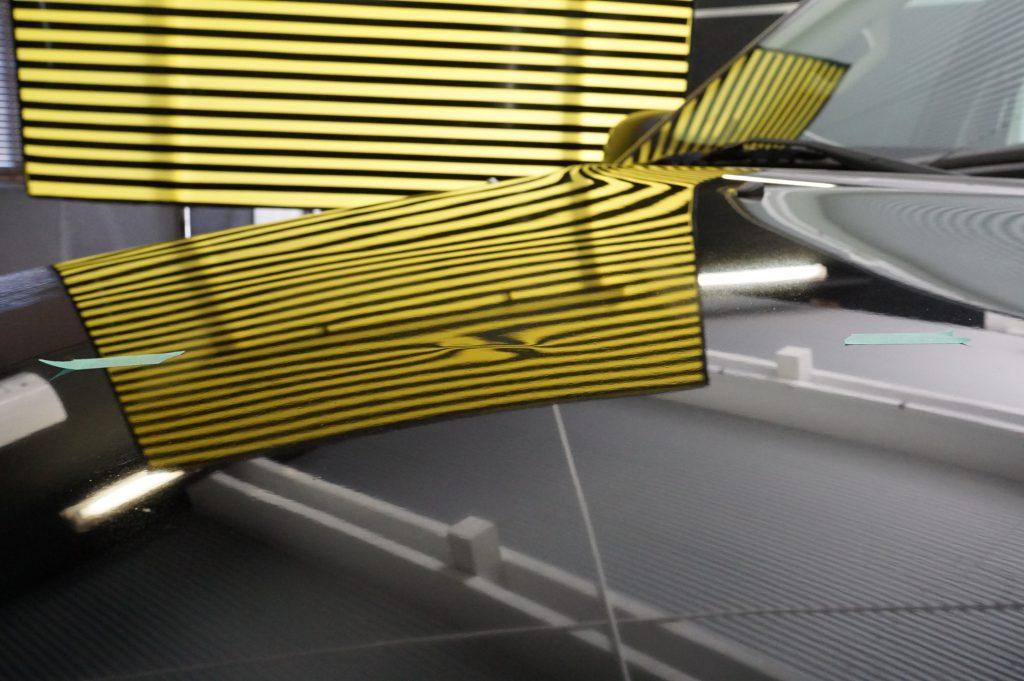 フォードエクスプローラー ボンネットのヘコミ2